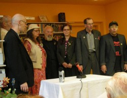 Die Mitglieder vom Augustin-Chor Stimmgewitter bereichern den Abend musikalisch
