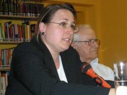 Esther Schmidt liest aus ihrem Text. Ihr zur Seite Markus Dosch.