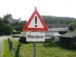 Tafel mit der Aufschrift Wanderer