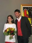Petra Öllinger und Bezirksvorsteher Markus Rumelhart bei der symbolischen Überreichung des Stipendiums
