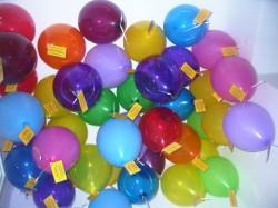 Die Luftballons warten auf ihren Ausflug.